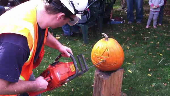 Here's ONE way to carve a pumpkin! http://t.co/jSH9Wht5hR http://t.co/4saVRUosJm