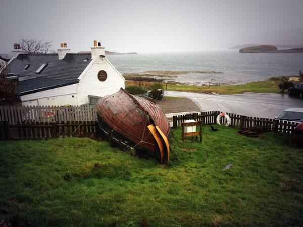 Q2 #Scotlandhour Not so many indoor attractions on #skye this time of year, so prepare for all weather & explore http://t.co/iz0zAsgLqQ