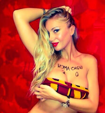 Italian model Laura Cremaschi predicts Roma will beat Chievo by writing the score on her body