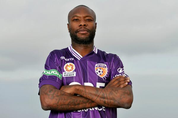 Pics - William Gallas in a Perth Glory shirt