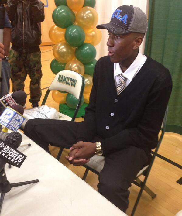 Kevon Looney talking to media following his commitment to UCLA. Caught me by surprise to say the least. @Loon_Rebel5 http://t.co/yslO92qLvN