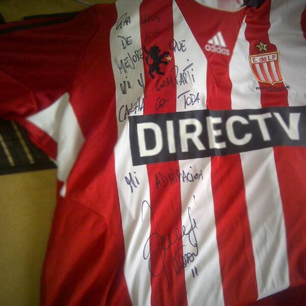 Presente do amigo Verón, grande jogador de futebol, um exemplo de profissional e de homem. http://t.co/YjN1xvbWpR