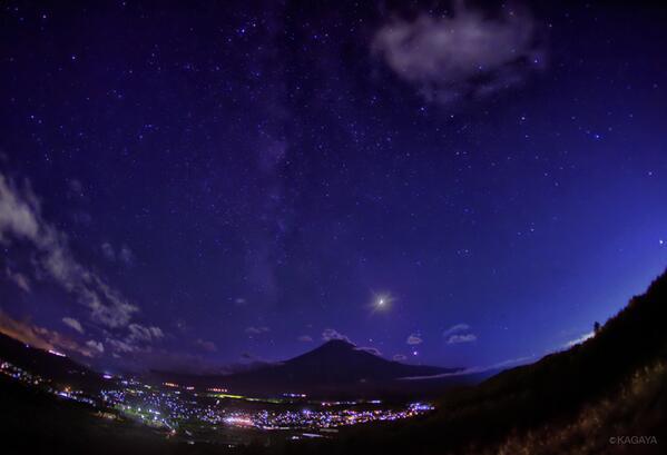 夕映えが終わると、月と金星、天の川。心地よいススキの夜風。いつまでもいつまでも眺めていました。 (先週撮影したものです)