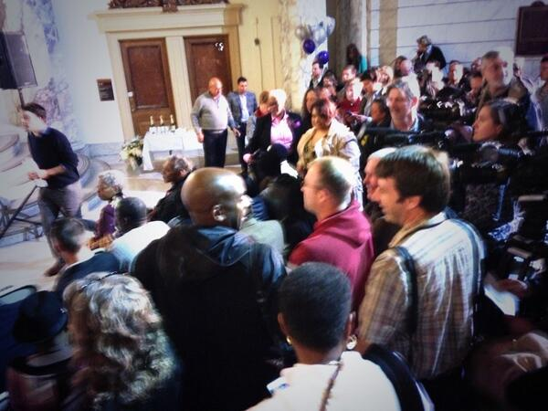 We got a full house as we wait for @CoryBooker to marry same sex couples in #NJ at 12:01 am! #nj4m http://t.co/NPWUF6izXt