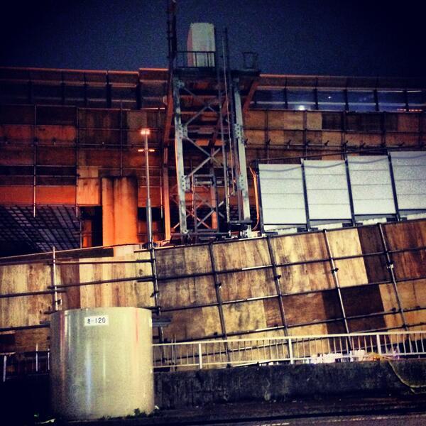 もうひとつ、飯田橋あたりで工事中の首都高がいい感じのテクスチャだったのて。