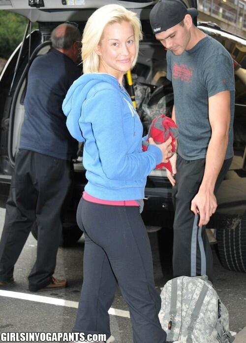 Kellie pickler yoga pants Seldom