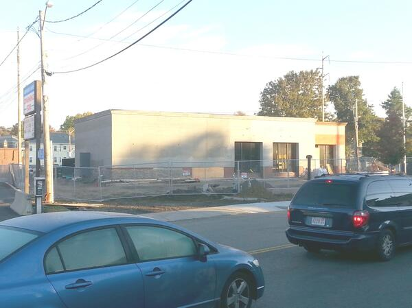 The old bank in Linden Square, Malden is starting to look like a Dunkin Donuts! Here's to will power! http://t.co/CCVYSk2Jic