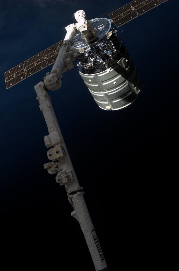 Lancement Antares - Cygnus.1 - 18-09-2013  - Page 7 BXMQbRwCMAEcquY