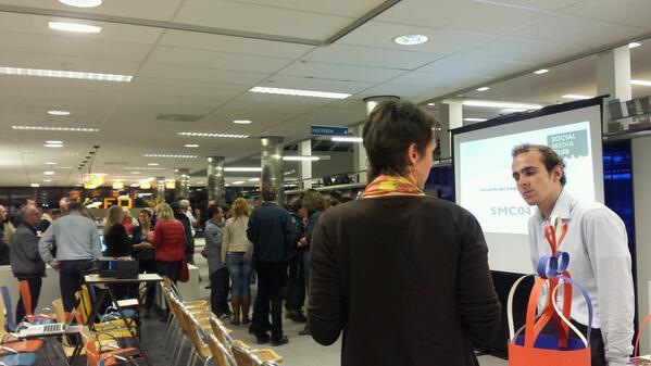 De @SMC_0412  gaat zo van start in de @BibliotheekOss  met @martijnbaten http://twitter.com/digibieb/status/393073991965224960/photo/1
