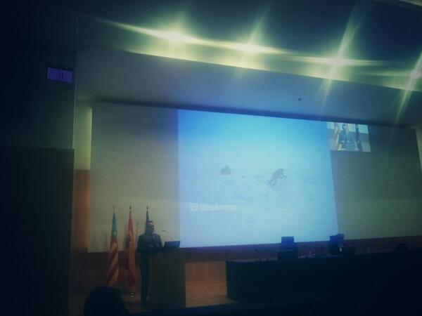 El general Gan contando su historia y sus vivencias #seca2013 http://twitter.com/congresoseca/status/393038320005316608/photo/1