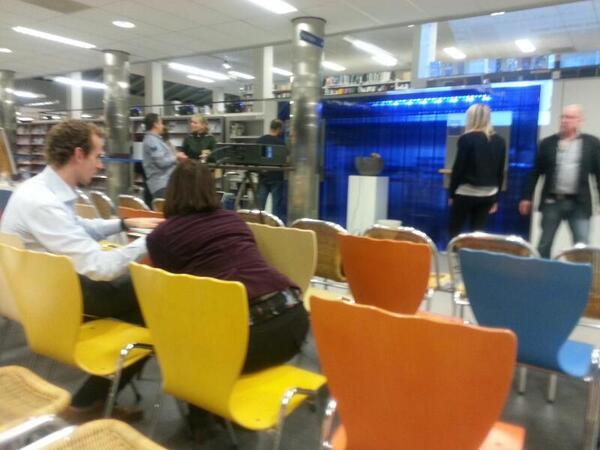 Voorbereidingen @SMC_0412 bijeenkomst in volle gang. Volle bak! http://twitter.com/SophieKracht/status/393065846966595584/photo/1