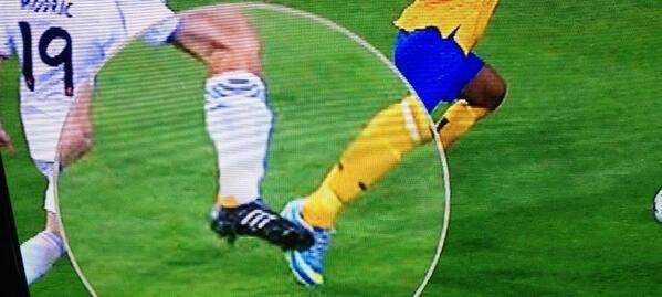 Italian TV prove Arturo Vidal was clipped in the box, perhaps it wasnt a dirty dive?!