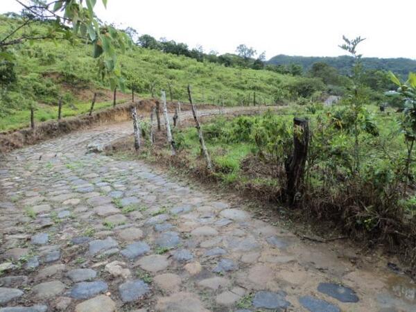 Pavé y Sterrato para pruebas de ruta en Colombia BXTsOYdCQAEdJV1