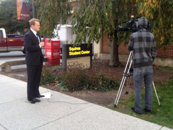 Our anchor Chris Hurst at the 6 pm live shot. Will you be watching the debate?? http://twitter.com/nadine_maeser/status/393498811642814464/photo/1