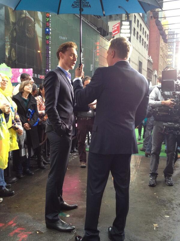 Tom Hiddleston was in Times Square for an interview on GMA. He is taaaallll!! http://t.co/QvhYpzhAb4