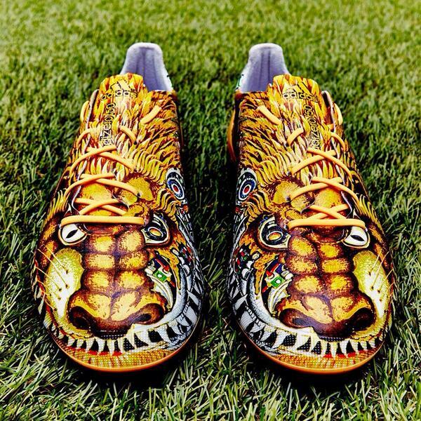 Voetbalschoenen Lelijk
