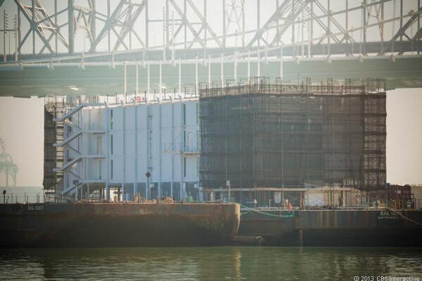 Google construirait un data center flottant (Treasure Island) BXca-pnIYAELhDR