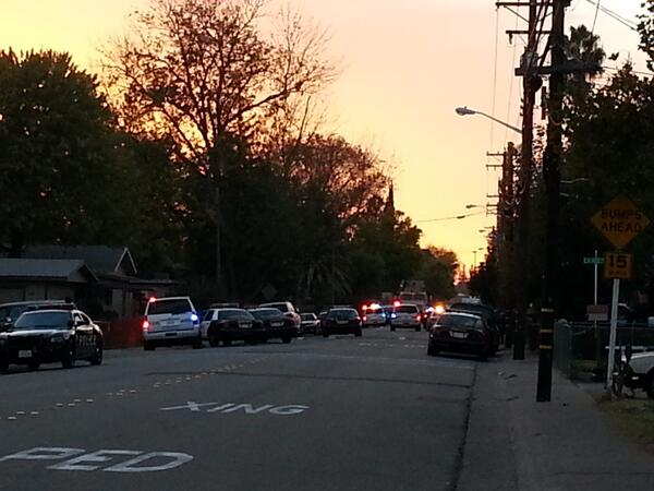 BXdv3LMCcAEljIu 3 Police Officers Wounded, 1 DHS Officer Shot, Active Shooter Situation, Roseville, Ca Locked Down.