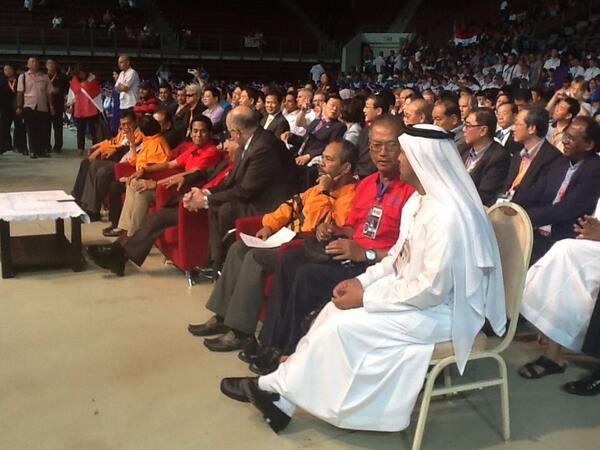 Great to see @Paralympic Pres. Sir Phillip Craven and @Khairykj @AYPGMalaysia opening ceremony. @ParalympicsGB http://t.co/qa45JXvG0r