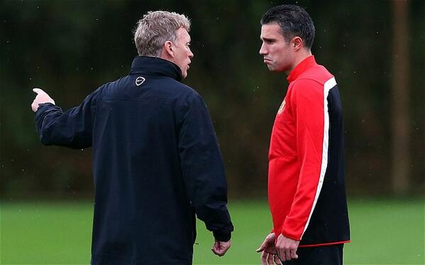 Man United striker Robin Van Persie ruled out for a month; Twitter backlash follows for David Moyes