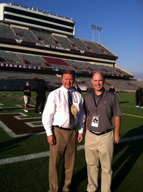 VU IMG network chief Jeff Miller and yours truly. Ready for the game!  #vufootball #anchordown http://t.co/wHlYmHmhIe