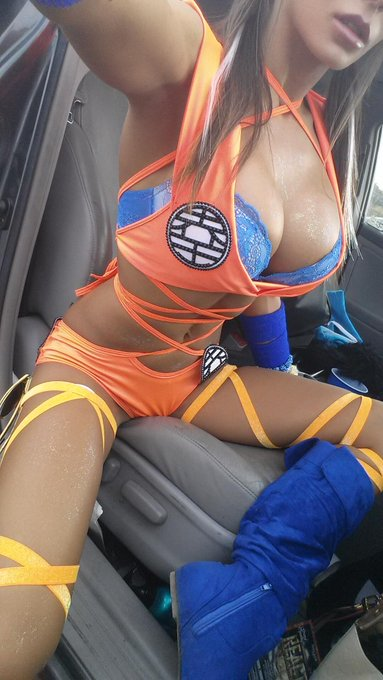 About to walk into @EscapeWland!... If ur here try to spot my #Goku #DragonBallZ costume!! ;D http://t