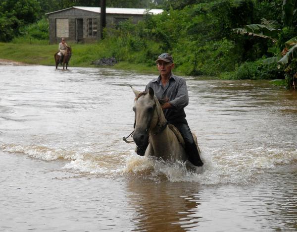 Intensas lluvias inundan zonas bajas en el centro de Cuba
