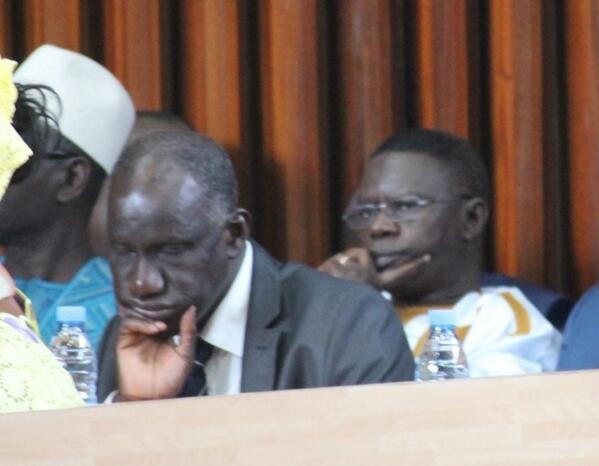RT @dembagueye: Le Ministre des Sports, Mbagnick Ndiaye, Dormant tout tranquillement durant la #dpgMimi Clap #Kebetu http://t.co/84jNrB5RZ1