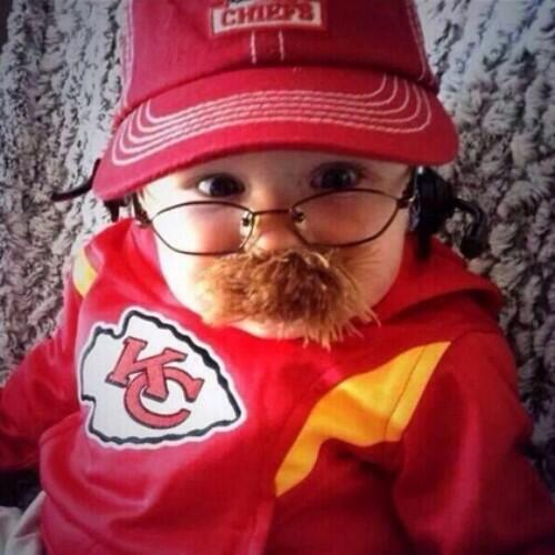 rt markreardonkmox quite possibly the best halloween costume ever chiefs pictwittercomty659iqsjj