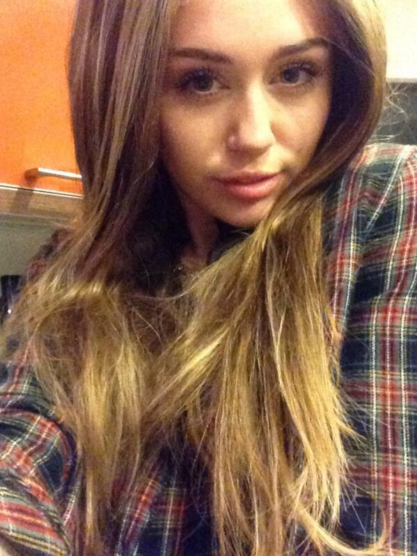 Miley Cyrus Long hair Look