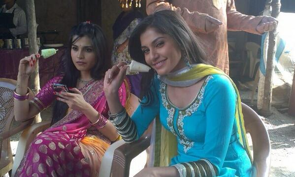 Sonali Nikam off screen picture, Jassi Bhabhi in Aadhe Adhoore image