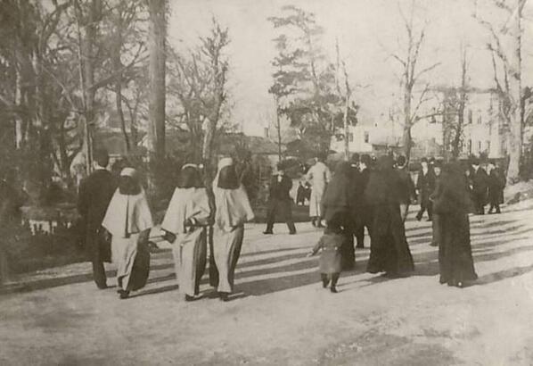"""الدولة العثمانية Photo: #الدولة_العثمانية On Twitter: """"نساء محجبات في #اسطنبول"""
