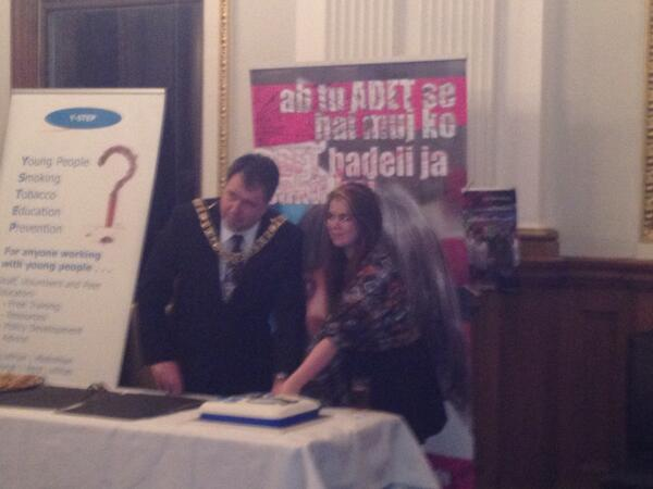 FF Volunteer Megan and The Lord Provost of Edinburgh cut our birthday cake. #ff25 http://t.co/FdmSM9rjmK