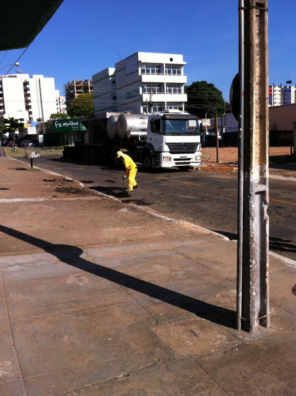 E resolveram asfaltar de novo a rua dos meus pais. http://t.co/hzE8J3lqEe