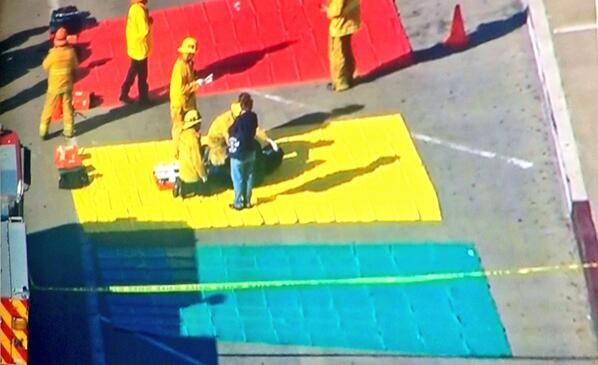 Shooting at #LAX. Triage team setting up. Red = critical. Yellow = stable/needs treatment. Green = walking wounded. http://t.co/KE3ZpbEYfQ