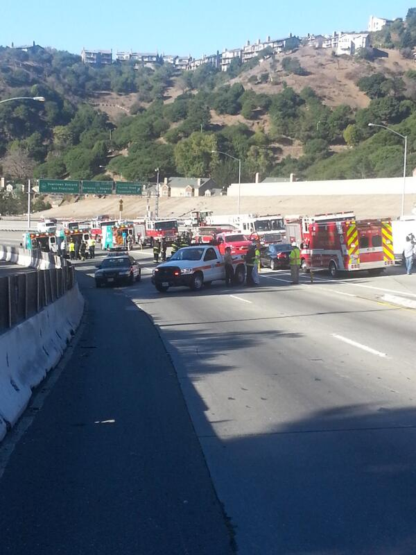 @CHP_GoldenGate says 8 people transported to area hospital after car fire in #caldecott @KTVU http://t.co/JRoB4Yzuo5
