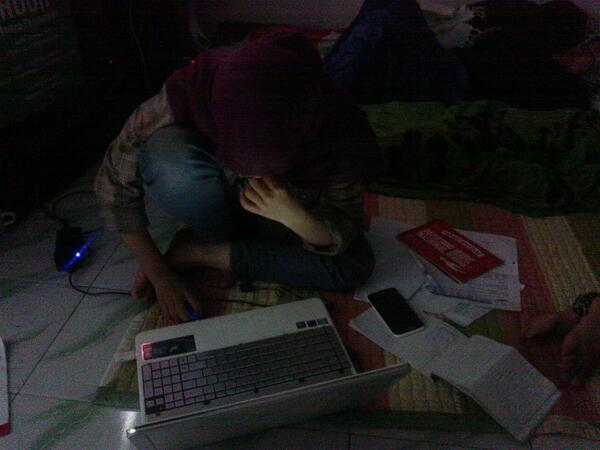 smangat kak nunu !! RT @SIGI_news: Kak @nunuasrul bergadang demi klancaran acara Gatnas @SIGiMks | @SIGIpku http://t.co/oZmL6Lkp1m