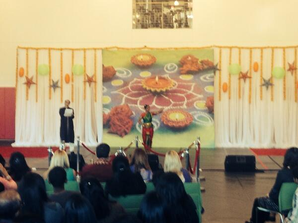 Diwali celebrations at #vmware. Brilliant! http://t.co/mLitZLBl4N