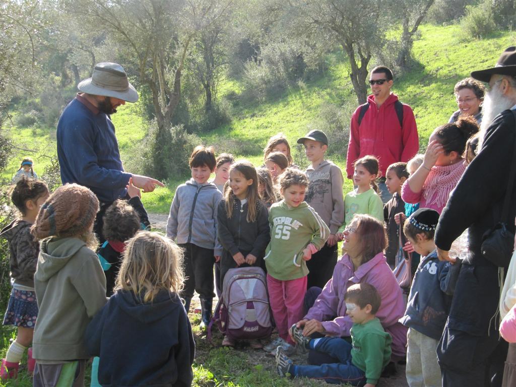 סיור ליקוט צמחי בר עם ילדים טיול עם ילדים טיול למשפחות טיול משפחות סיור ליקוט למשפחות צמחי בר למשפחות