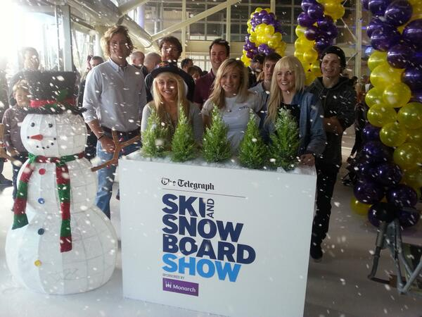 It's #snowing in #London! @TeamBSS at the @SkiSnowboardUK show.  @EdDrake  @aimee_fuller @pamthorburn @EmSkiCross http://t.co/op19wxad7t