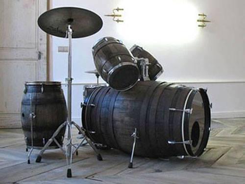 ワイン樽で作られたドラムセット
