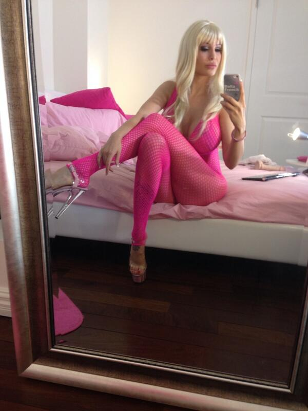 Bella French  - Live at now twitter @bellafrench69 fishnet