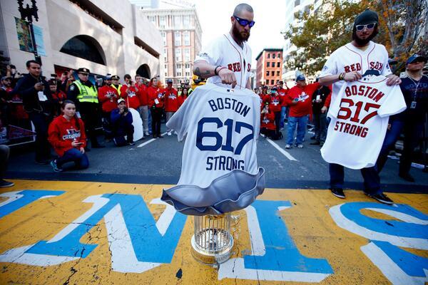 Les Red Sox de Boston Boston Red Sox en anglais sont une franchise de baseball de la Ligue majeure de baseball située à Boston Massachusetts Dans le milieu
