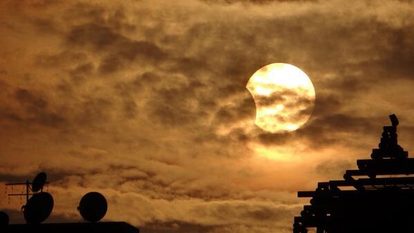 Partial #eclipse over #Cairo #Egypt : (3) http://twitter.com/tariksalama/status/397013258219307008/photo/1