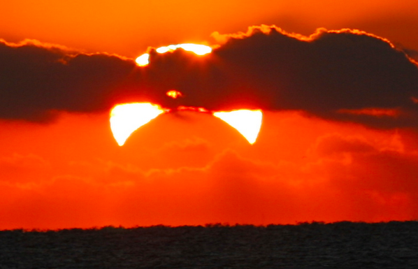 Partial solar #eclipse from Buckroe Beach, Hampton, VA via Stephen Gagnon http://t.co/DIamB5R4Nk #solareclipse http://t.co/RYKnOLTw9Z