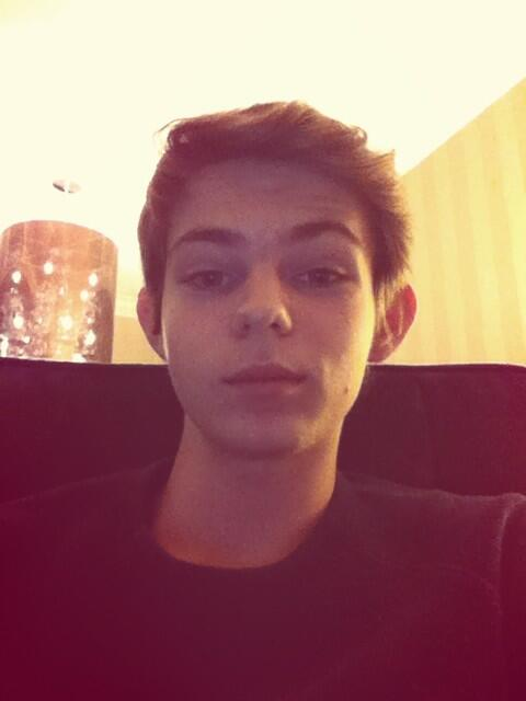 "Robbie Kay on Twitter: ""Watching #OnceUponATime! http://t ..."