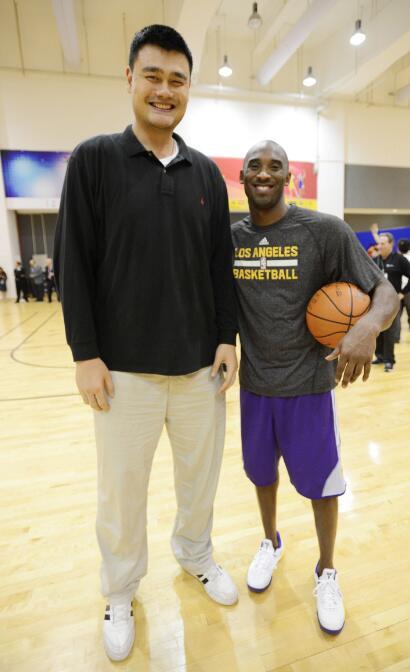 ¿Cuánto mide Yao Ming? - Real height BYP3aO7CQAEC_g0