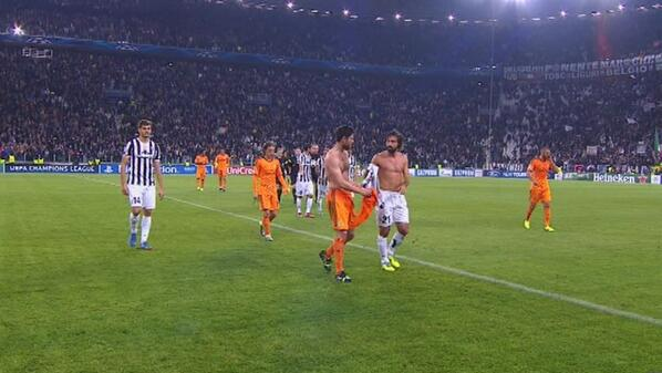 BYVcOFcCIAEEZtw Andrea Pirlo & Xabi Alonso swapped shirts at half time of Juventus v Real Madrid