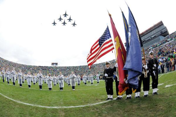 Shoutout to the @BlueAngels for an incredible flyover at the #Navy game! Thank you for your incredible service! #USA http://t.co/Pv2RoquBE6