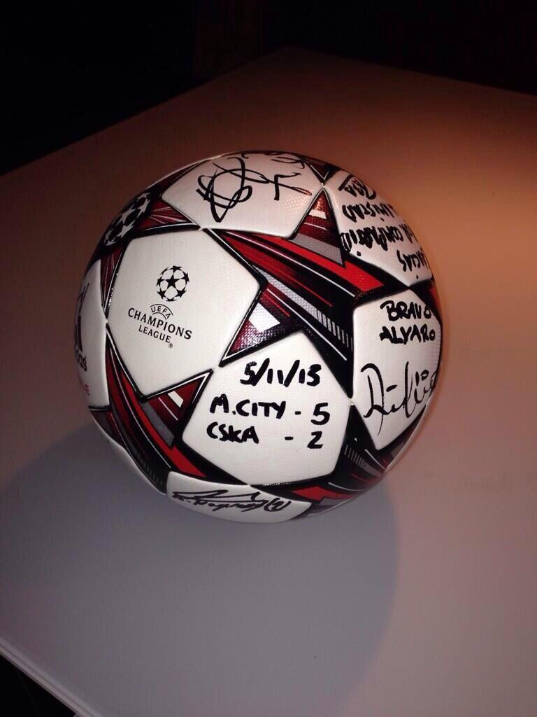 Альваро Негредо забрал мяч, которым он сделал хет-трик в матче с ЦСКА (фото)